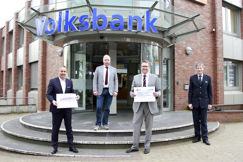"""Volksbank Niederrhein unterstützt die Aktion """"Umschlag gegen Telefonbetrug"""" der Kreispolizei Wesel"""