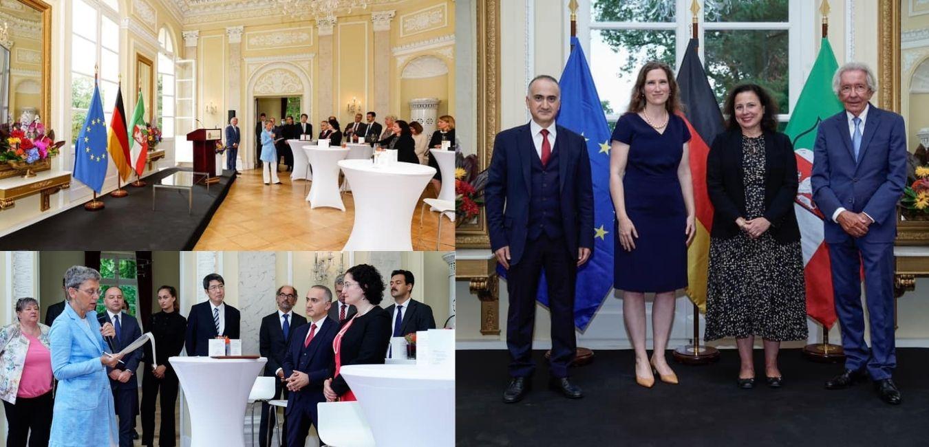 Minister Holthoff-Pförtner verabschiedet auf Schloss Eller zwei Generalkonsulinnen und einen Generalkonsul